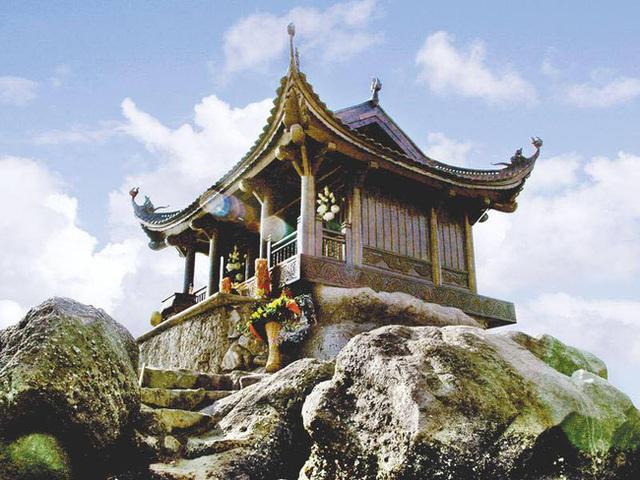 Đầu xuân rủ nhau lễ chùa Yên Tử: Nên đi những nơi nào, cần chuẩn bị bao nhiêu tiền, có gì mua về làm quà cho gia đình? - Ảnh 1.