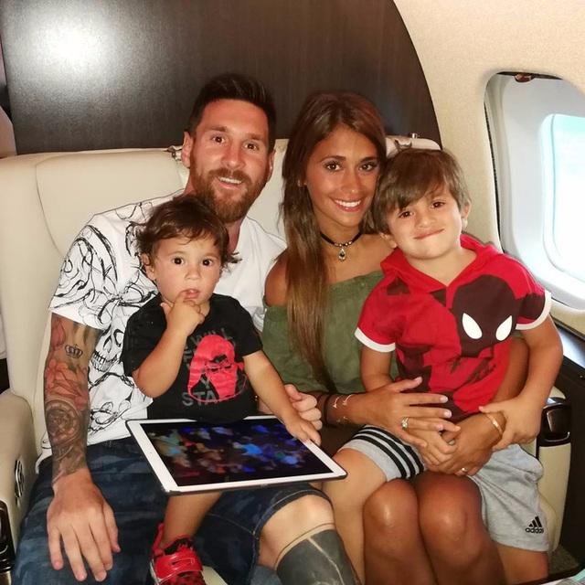 Kiếm tiền khủng nhất làng bóng đá, Ronaldo - Messi sống ngập trong xa hoa - Ảnh 22.