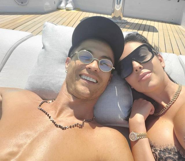 Kiếm tiền khủng nhất làng bóng đá, Ronaldo - Messi sống ngập trong xa hoa - Ảnh 26.