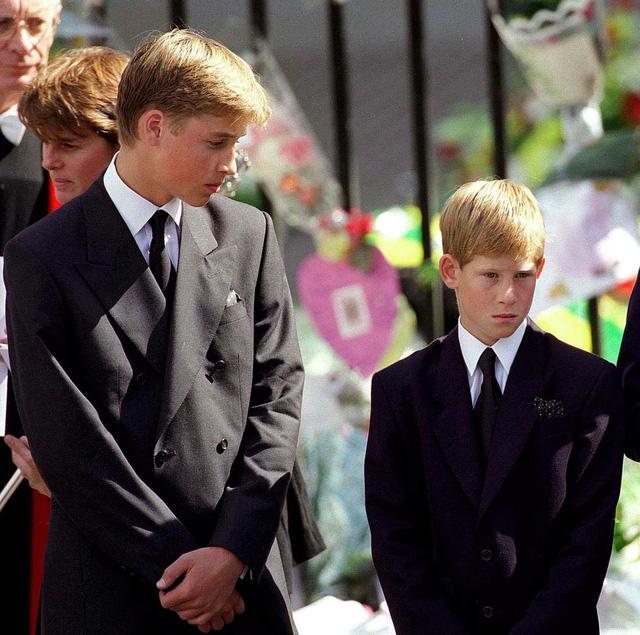 Nhìn lại loạt khoảnh khắc khó quên của Hoàng tử Harry thời còn là đứa cháu cưng của gia tộc và là niềm tự hào của Nữ hoàng Anh - Ảnh 7.