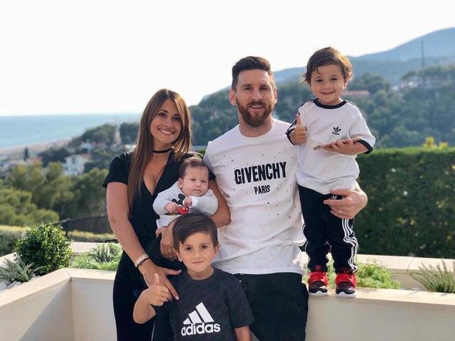 Kiếm tiền khủng nhất làng bóng đá, Ronaldo - Messi sống ngập trong xa hoa - Ảnh 6.