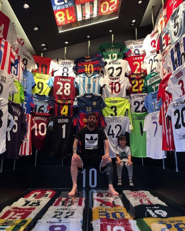 Kiếm tiền khủng nhất làng bóng đá, Ronaldo - Messi sống ngập trong xa hoa - Ảnh 8.