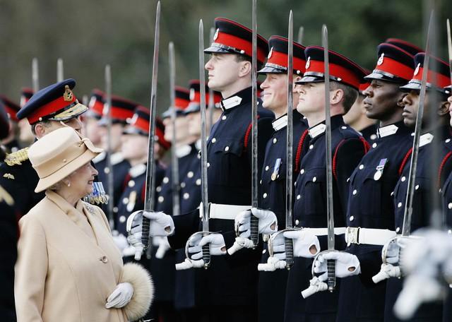 Nhìn lại loạt khoảnh khắc khó quên của Hoàng tử Harry thời còn là đứa cháu cưng của gia tộc và là niềm tự hào của Nữ hoàng Anh - Ảnh 11.