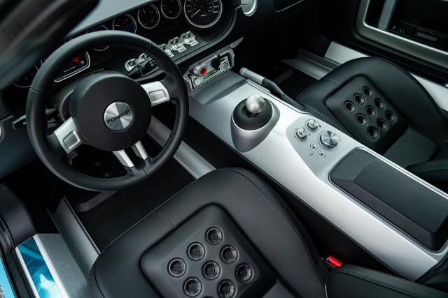 Chiếc Ford GT Heritage Edition 2006 sắp được bán đấu giá, xấp xỉ 605.000 USD: Mới lăn bánh 4km, được bảo quản cực tốt - Ảnh 6.