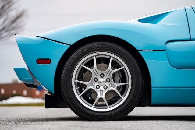Chiếc Ford GT Heritage Edition 2006 sắp được bán đấu giá, xấp xỉ 605.000 USD: Mới lăn bánh 4km, được bảo quản cực tốt - Ảnh 4.