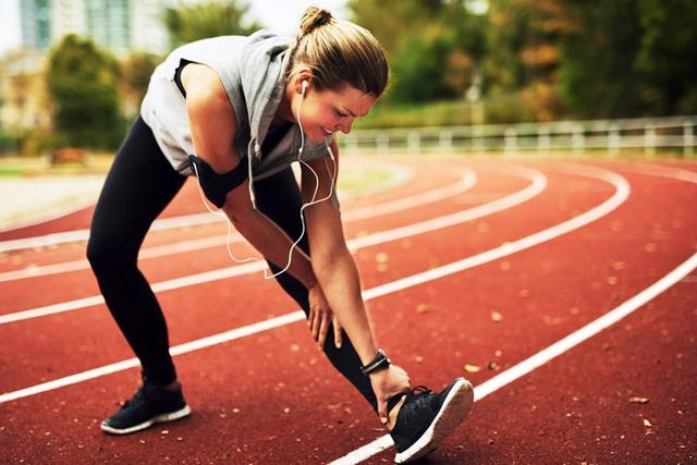 Đi bộ là cách tốt nhất để kéo dài tuổi thọ nhưng sẽ hiệu quả gấp bội nếu bạn thực hiện kèm những việc nhỏ nhặt này - Ảnh 1.