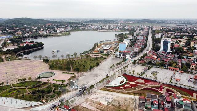 Toàn cảnh TP Chí Linh trước giờ gỡ phong tỏa - Ảnh 1.
