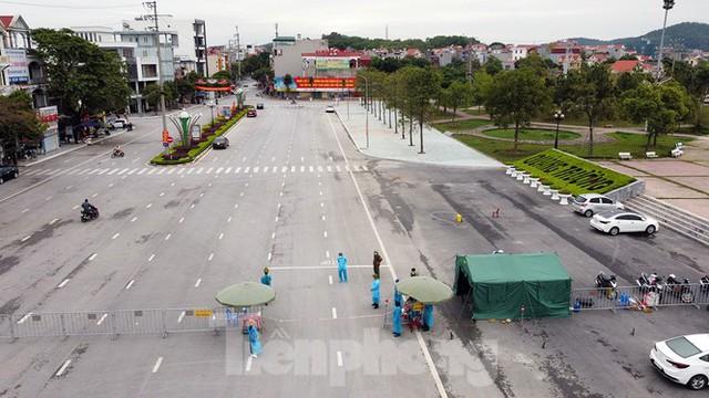 Toàn cảnh TP Chí Linh trước giờ gỡ phong tỏa - Ảnh 2.