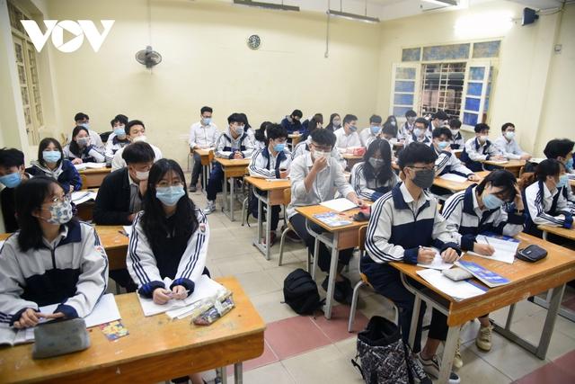 Hơn 2 triệu học sinh Hà Nội trở lại trường trong điều kiện phòng dịch được siết chặt - Ảnh 11.