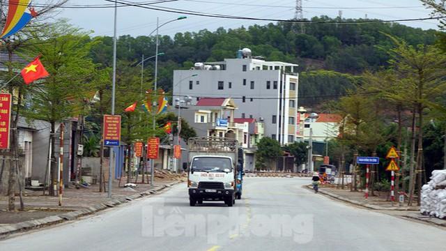 Toàn cảnh TP Chí Linh trước giờ gỡ phong tỏa - Ảnh 11.