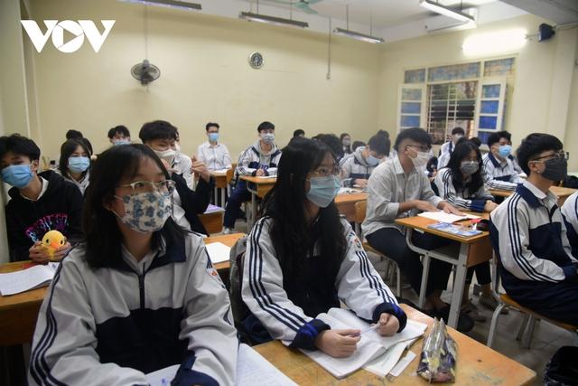 Hơn 2 triệu học sinh Hà Nội trở lại trường trong điều kiện phòng dịch được siết chặt - Ảnh 12.