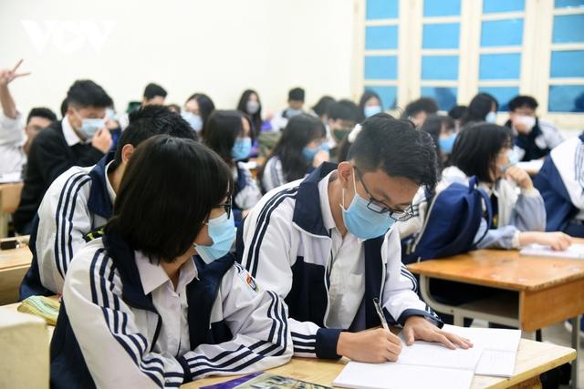 Hơn 2 triệu học sinh Hà Nội trở lại trường trong điều kiện phòng dịch được siết chặt - Ảnh 13.