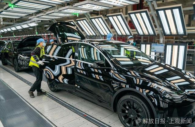 Bên trong siêu nhà máy Tesla Thượng Hải: Chủ tịch ngồi cạnh dây chuyền sản xuất, mọi thứ tự động hóa tối đa, dấu vết từng con ốc đều có thể truy xuất - Ảnh 17.