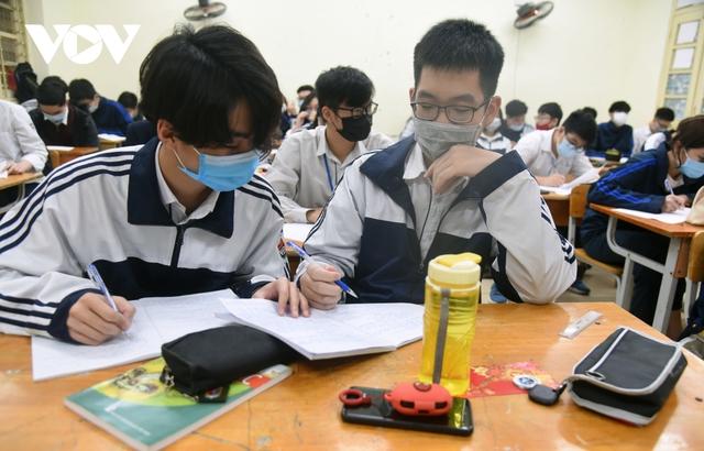 Hơn 2 triệu học sinh Hà Nội trở lại trường trong điều kiện phòng dịch được siết chặt - Ảnh 17.