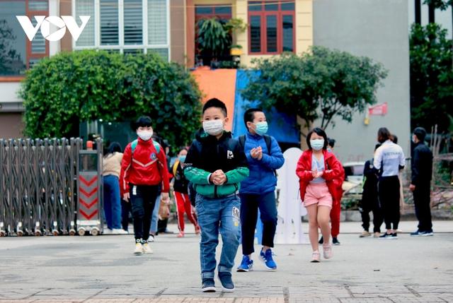 Hơn 2 triệu học sinh Hà Nội trở lại trường trong điều kiện phòng dịch được siết chặt - Ảnh 3.