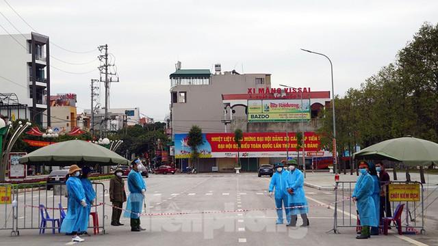 Toàn cảnh TP Chí Linh trước giờ gỡ phong tỏa - Ảnh 3.