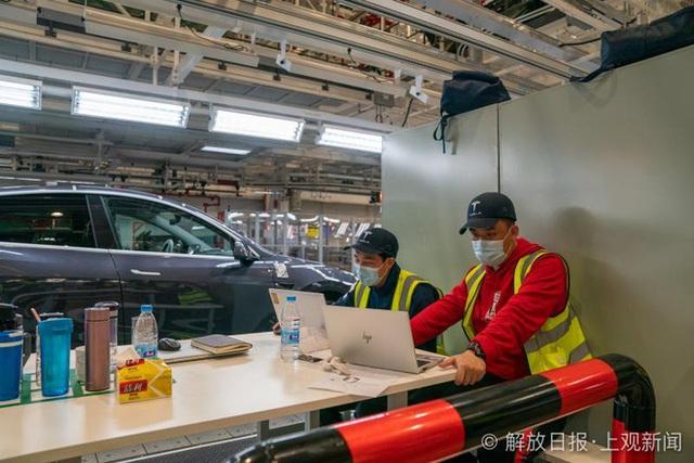 Bên trong siêu nhà máy Tesla Thượng Hải: Chủ tịch ngồi cạnh dây chuyền sản xuất, mọi thứ tự động hóa tối đa, dấu vết từng con ốc đều có thể truy xuất - Ảnh 21.