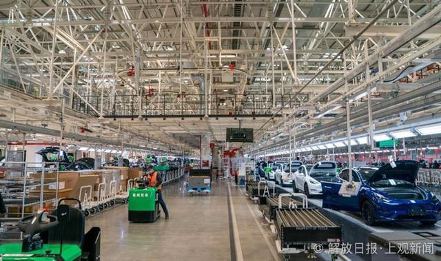Bên trong siêu nhà máy Tesla Thượng Hải: Chủ tịch ngồi cạnh dây chuyền sản xuất, mọi thứ tự động hóa tối đa, dấu vết từng con ốc đều có thể truy xuất - Ảnh 23.