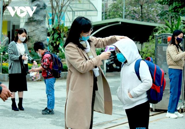 Hơn 2 triệu học sinh Hà Nội trở lại trường trong điều kiện phòng dịch được siết chặt - Ảnh 5.