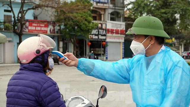 Toàn cảnh TP Chí Linh trước giờ gỡ phong tỏa - Ảnh 5.