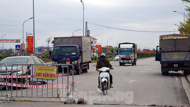 Toàn cảnh TP Chí Linh trước giờ gỡ phong tỏa - Ảnh 7.