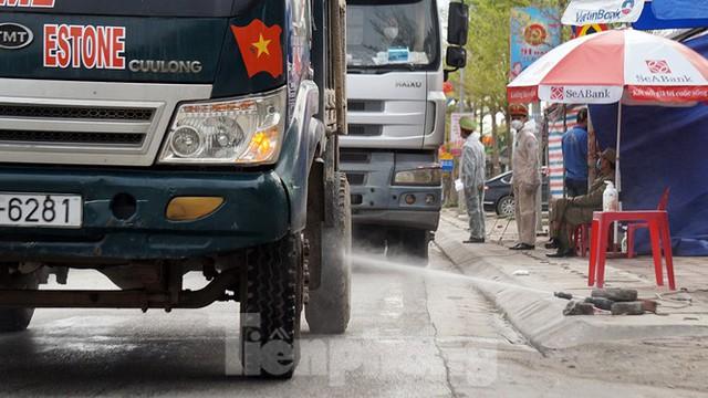 Toàn cảnh TP Chí Linh trước giờ gỡ phong tỏa - Ảnh 9.