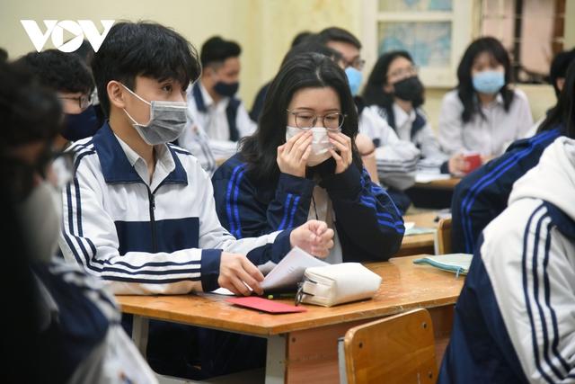 Hơn 2 triệu học sinh Hà Nội trở lại trường trong điều kiện phòng dịch được siết chặt - Ảnh 10.