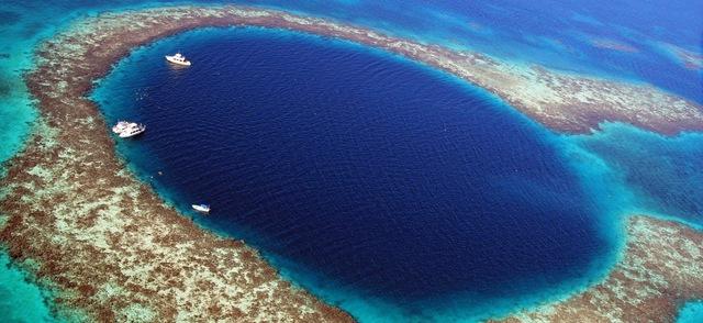 """Chiêm ngưỡng """"Hố xanh khổng lồ"""", một trong những bí ẩn lộng lẫy nhất thế giới - Ảnh 1."""