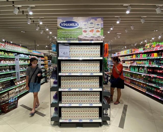 Xuất khẩu sữa tươi tổ yến đi Singapore, Vinamilk gia tăng sức cạnh tranh trong phân khúc cao cấp - Ảnh 4.