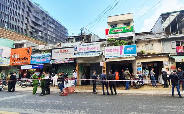 Di dời khẩn cấp 4 hộ dân bên chợ Đà Lạt do sạt lở đất - Ảnh 1.