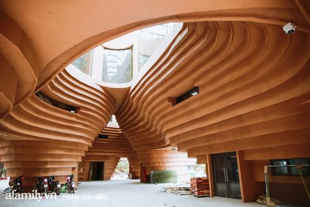 Làng cổ Bát Tràng xuất hiện công trình cực hấp dẫn giống những chiếc bàn xoay khổng lồ, chuẩn bị trở thành điểm du lịch siêu hot vào mùa Hè này - Ảnh 1.