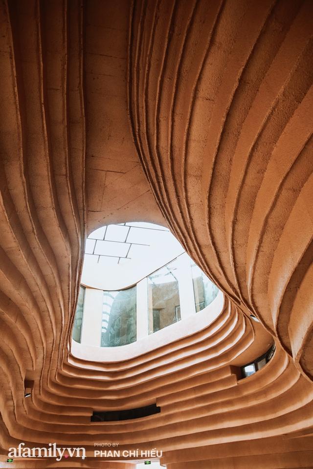 Làng cổ Bát Tràng xuất hiện công trình cực hấp dẫn giống những chiếc bàn xoay khổng lồ, chuẩn bị trở thành điểm du lịch siêu hot vào mùa Hè này - Ảnh 3.