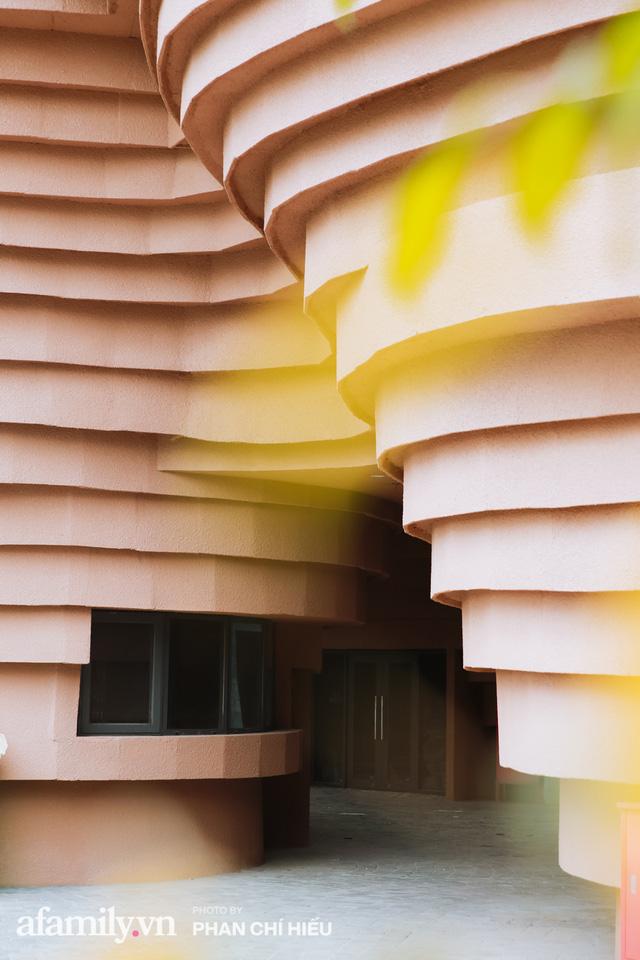 Làng cổ Bát Tràng xuất hiện công trình cực hấp dẫn giống những chiếc bàn xoay khổng lồ, chuẩn bị trở thành điểm du lịch siêu hot vào mùa Hè này - Ảnh 5.