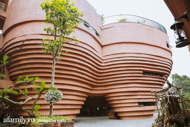 Làng cổ Bát Tràng xuất hiện công trình cực hấp dẫn giống những chiếc bàn xoay khổng lồ, chuẩn bị trở thành điểm du lịch siêu hot vào mùa Hè này - Ảnh 7.