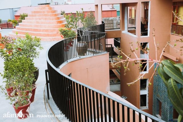Làng cổ Bát Tràng xuất hiện công trình cực hấp dẫn giống những chiếc bàn xoay khổng lồ, chuẩn bị trở thành điểm du lịch siêu hot vào mùa Hè này - Ảnh 8.