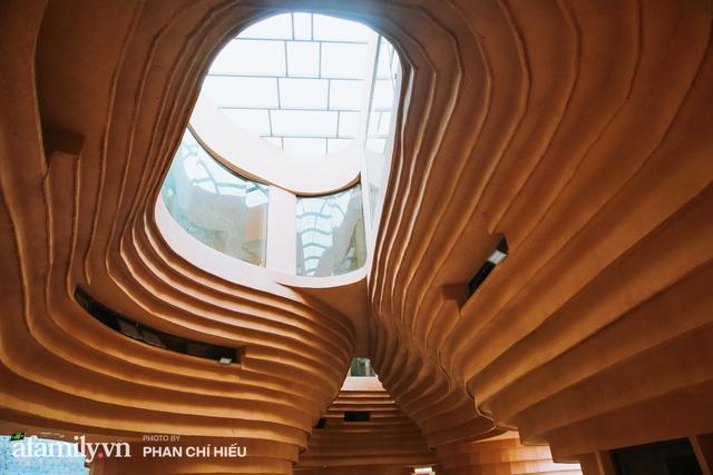 Làng cổ Bát Tràng xuất hiện công trình cực hấp dẫn giống những chiếc bàn xoay khổng lồ, chuẩn bị trở thành điểm du lịch siêu hot vào mùa Hè này - Ảnh 9.