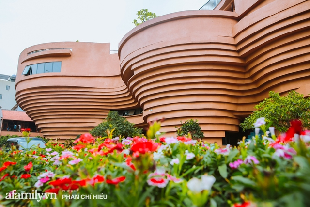 Làng cổ Bát Tràng xuất hiện công trình cực hấp dẫn giống những chiếc bàn xoay khổng lồ, chuẩn bị trở thành điểm du lịch siêu hot vào mùa Hè này - Ảnh 10.