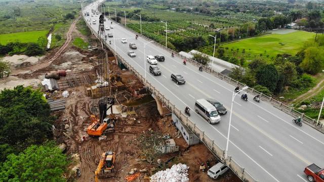 CLIP: Hàng trăm công nhân hối hả xây cầu Vĩnh Tuy 2 mức đầu tư 2.538 tỉ đồng  - Ảnh 3.