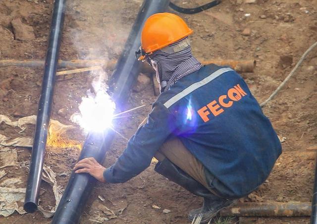 CLIP: Hàng trăm công nhân hối hả xây cầu Vĩnh Tuy 2 mức đầu tư 2.538 tỉ đồng  - Ảnh 16.