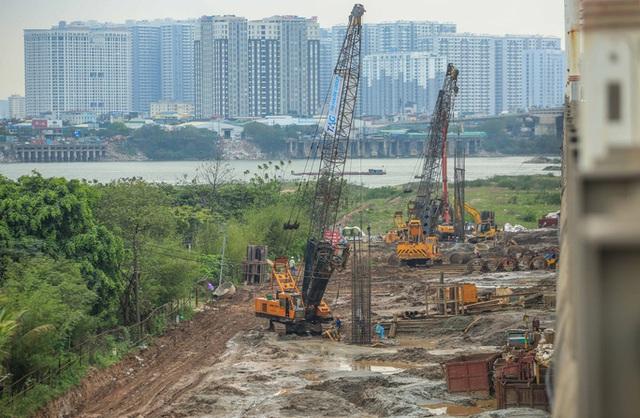CLIP: Hàng trăm công nhân hối hả xây cầu Vĩnh Tuy 2 mức đầu tư 2.538 tỉ đồng  - Ảnh 4.