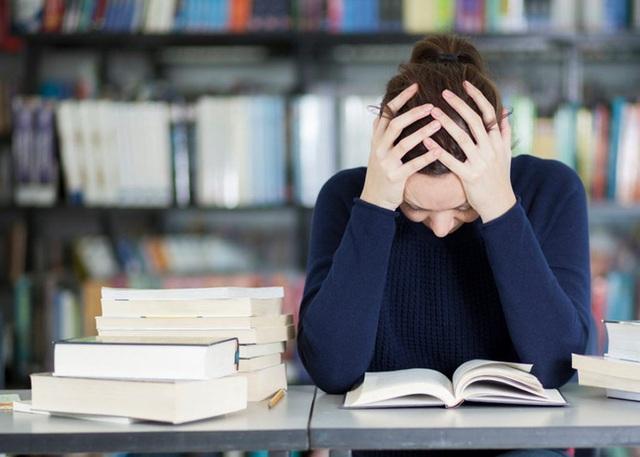 Cảm thấy kiệt sức? Đây là những thói quen làm tiêu hao năng lượng mọi người nên tránh ngay - Ảnh 4.