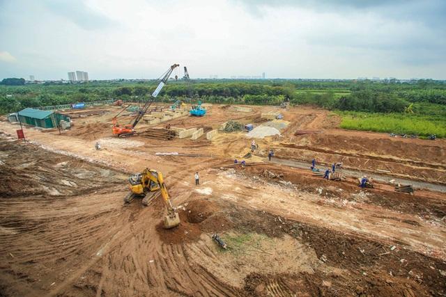 CLIP: Hàng trăm công nhân hối hả xây cầu Vĩnh Tuy 2 mức đầu tư 2.538 tỉ đồng  - Ảnh 8.