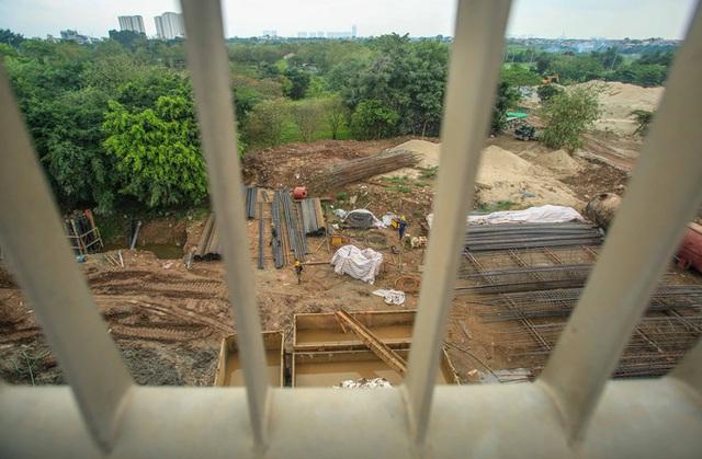 CLIP: Hàng trăm công nhân hối hả xây cầu Vĩnh Tuy 2 mức đầu tư 2.538 tỉ đồng  - Ảnh 11.
