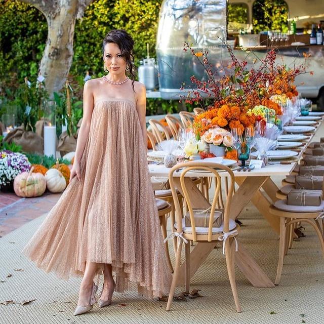 Cuộc sống xa xỉ đến choáng ngợp của nữ triệu phú xuất thân hoàng tộc, lấy chồng giàu có ở Hollywood: Mua đồ hiệu không cần lý do, thuê cả dãy phố để tổ chức tiệc - Ảnh 2.