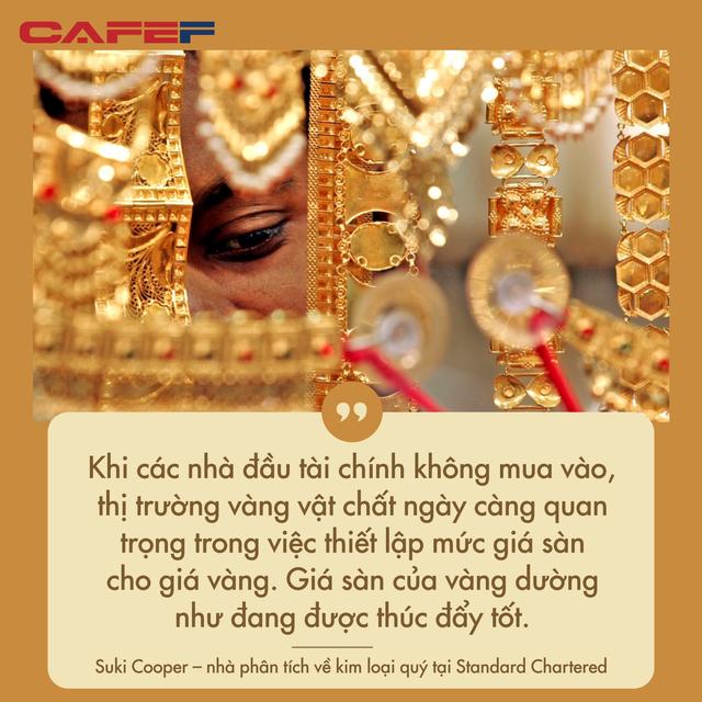 Tận dụng giá giảm mạnh, dân châu Á đổ xô đi mua vàng - Ảnh 2.