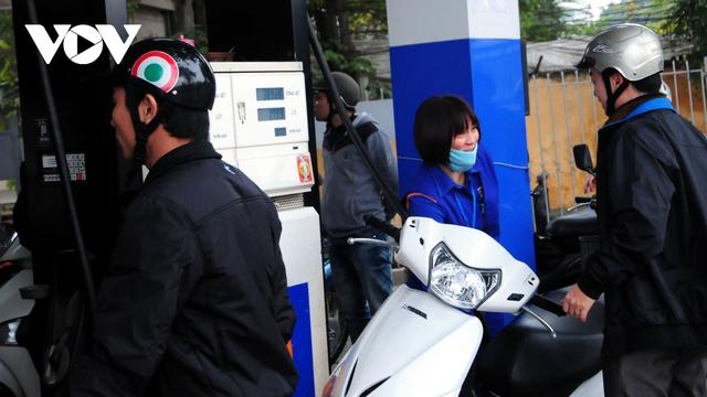 """Giá xăng dầu tăng có nguy cơ đẩy giá cả các mặt hàng theo kiểu """"té nước theo mưa"""" - Ảnh 2."""