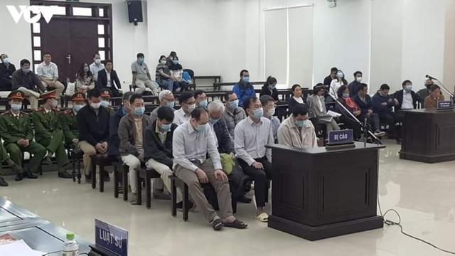 10 cựu lãnh đạo, cán bộ GPBank hầu tòa vụ án thiệt hại 961 tỷ đồng - Ảnh 1.