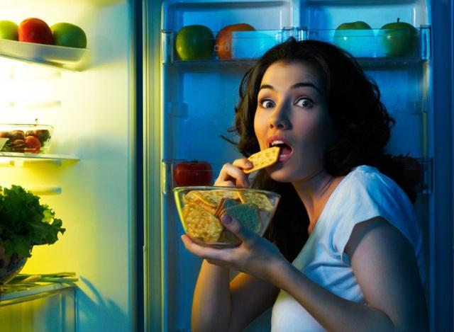 Ăn đêm có hại thế nào? Sự thật về giờ giới nghiêm của dạ dày bạn cần biết - Ảnh 1.