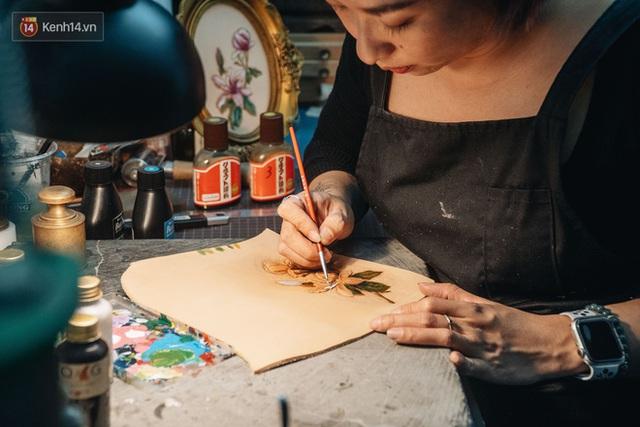 Bỏ công việc thiết kế, cô gái Hà Nội bắt đầu sự nghiệp điêu khắc kỳ lạ từ... miếng da vụn được cho - Ảnh 20.