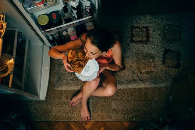 Ăn đêm có hại thế nào? Sự thật về giờ giới nghiêm của dạ dày bạn cần biết - Ảnh 2.